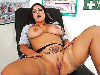 Fabulous Bodacious Nurse Roxy R Plays With Her Meaty Moist Cunny