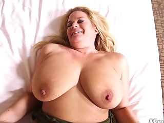 Big Beautiful Women Big Natural Milk Cans Platinum-blonde Mommy