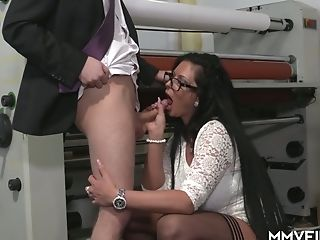 Fuck-fest-thirsty Cougar Vivian Skylight Entices One Youthfull...