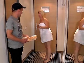 MUMMY fucks delivery boy