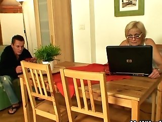 Old Gfs Mommy Takes It From Behind