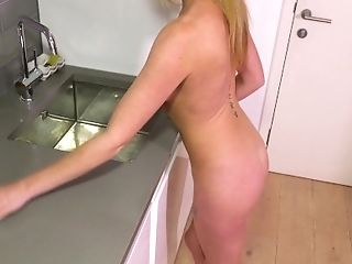 Primalbang Brit Adult Movie Star Holly Smooch Has A Wank Whilst...