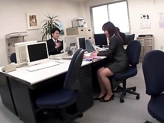 Office lady masturbates in on the rest room on her break