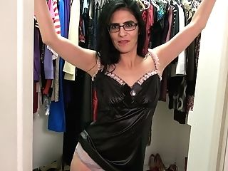 Matures Woman In Glasses Theresa Soza Is Frolicking Her Greedy Slot