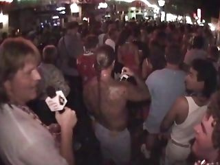 Key West Chicks Flashing Tits For Beads|1::big...