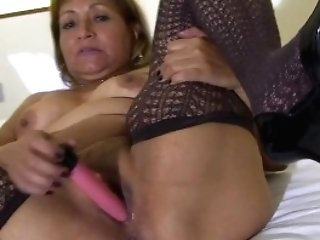 Real Inexperienced Matures Mom Loves To Wank Off