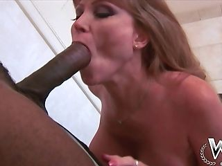 Matures Bitch Shows That She Is Still A Hot Mistress