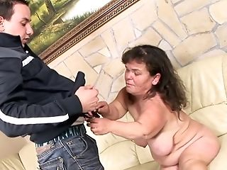 Matures Luggage Lola Likes To Fuck With Her Youthfull Neighbor Sans...