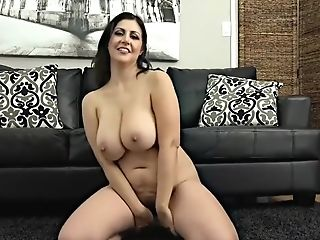 Jasmine S Plays With Her Puss