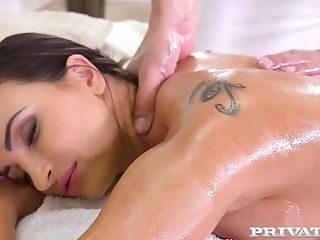 Alyssia Kent Received The Kinkiest Rubdown In Her Life