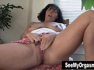 Hot MUMMY Lynn Masturbating