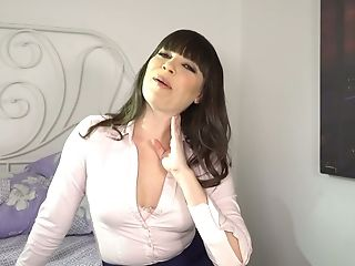 Savory Cougar Dana Dearmond Gives And Interview