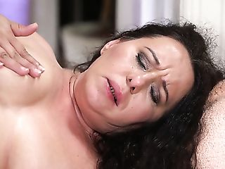 Amazing Lila Tuft Senses Superb About Getting Her Meaty Puss Drilled