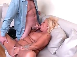 Horny Masculine Fucks This Matures Until She Cums Like A Whore