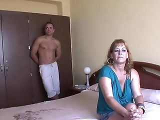 Horny Single Mom Has Her Vag Inserted By Muscled Dude