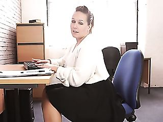 Voluptuous 29 Yo English Nymphomaniac Ashley Rider Is So Into...
