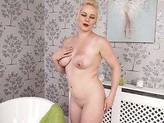 Juggy Chubby Housewife Megan Is Playing With Her Beloved Fuck Stick...