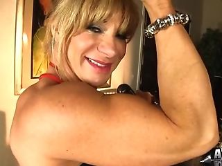 Matures Muscular Sandy-haired Woman Uses Glass Hookup Fucktoy To...