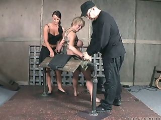 Addicted To Fuck-a-thon Cougar Dee Williams Gets Her Boobies Roped...