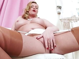 Exotic Blonde Cougar Holly Smooch Frigs Tasty Poon In Antique...