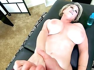 Marvelous Giant Titted Mummy Dee Williams Is Made To Rail Strong...