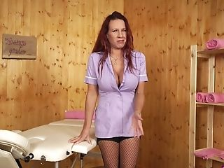 Mouth Watering Masseuse Faye Rampton Shows Off Her Fucking Hot Big...
