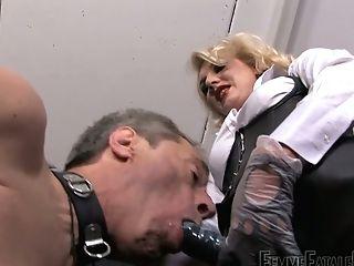 Towheaded Mistress Akella Is Penalizing Buttfuck Fuck-hole And Deep...