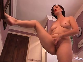 Spying On Matures Aunt-in-law Masturbating In The Bathroom - Raw...