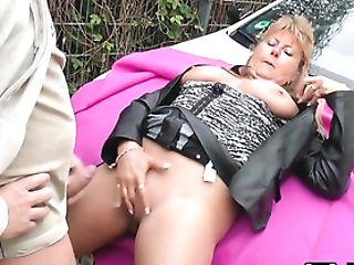 Blonde Mummy Auf Der Strasse Gefickt