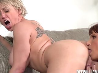 Dee Williams And Syren De Mer Cougar Lezzy Bang-out