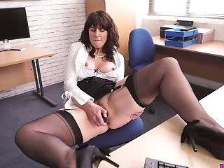 Middle Senior Assistant Toni Lace  Masturbates Her Twat In The Office