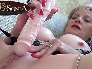 Sexually Attractive Cougar Lady Sonia Kittling Her Bud