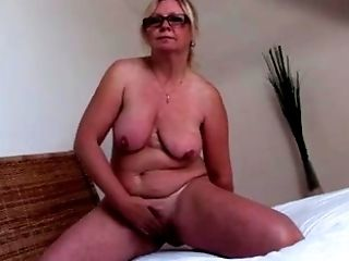 Mature lady demonstrate