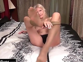Usawives Slender Blonde Granny Cindy Solo Have Fun