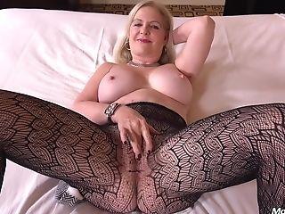Horny Mummy Anita 48 Year Old Politicians Wifey Wants Hookup