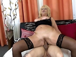 Gorgeous Old Mom Tempt Youthful Horny Son-in-law