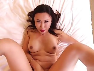 Japanese Single Mom Gets Hot And Crazy With A Youthfull Milky Dick