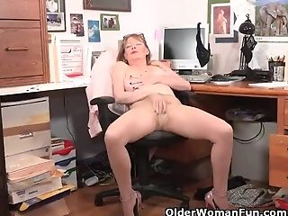 Usa Mummy Lilli Takes A Getting Off Break At The Office