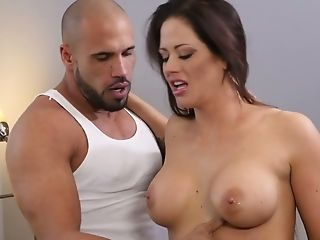 Utter Natural Cougar Holly Heart Gives Her Head And Gets Her Muff...