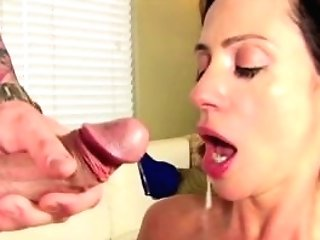 Ariella Ferrera Fucks A Potential Assistant To See If He Measures Up