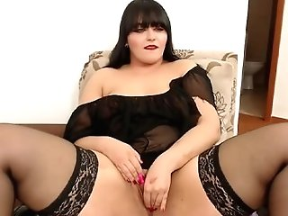 Horny Chubby Matures Plays With Her Muff On