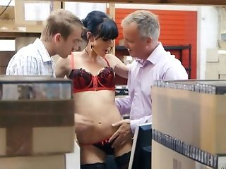 This Horny Bang-out Crazed Chick Is Having A Threesome In The...