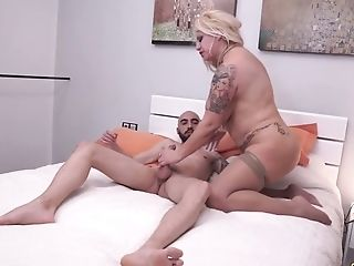 Bang-out-crazy Stepmom Alexa Blun Fucks Best Friend Of Her Stepson