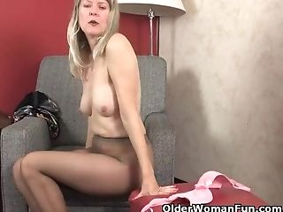 Yankee Cougar Jamie Foster Touches Her Pantyhosed Love Button
