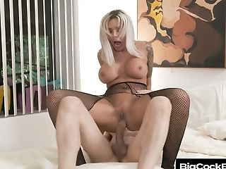 German Ample Boobed Mummy Nina Elle Hooks Up With Well Talented...