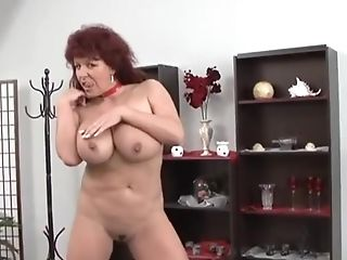 Sexy German Matures Sandy-haired Shows Her Thick Tits