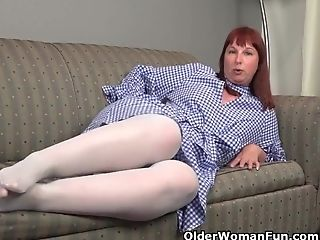 Big Bottomed Cougar Scarlett Needs To Grope One Out