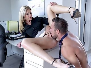 India Summer Getting Fucked In The Office With Horny Dude