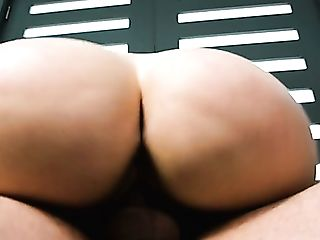 Eye Catching Supah Sexy Big-boobed Brooke Beretta Gives Boob...