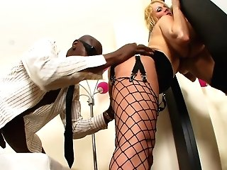 Black Hunk Has A Blonde Whore Railing His Dick In Couch